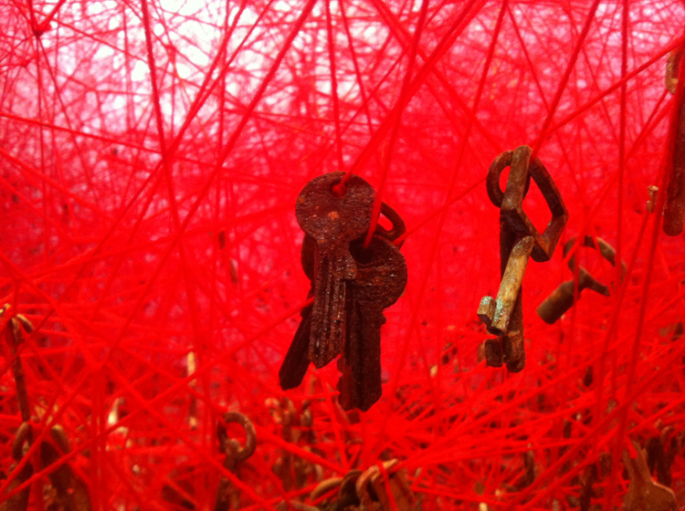 the Key in the hand by Chiharu Shiota 3