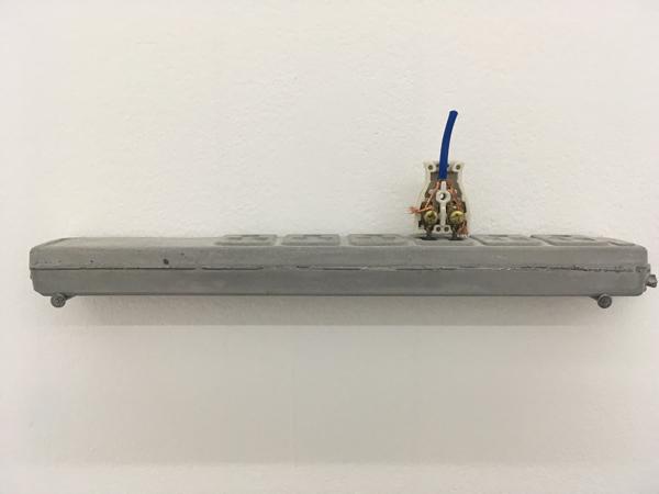 Pause 2016 cement, plug, electric coil, 30,5x4x254cm details